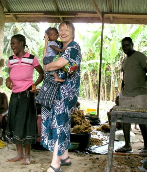 Ghana Reisen unterwegs bei den Herstellerinnen von Palmöl