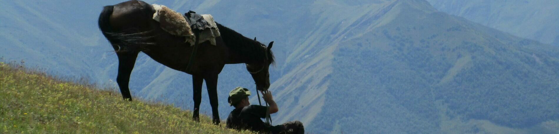 Wandern in Georgien mit Pferden