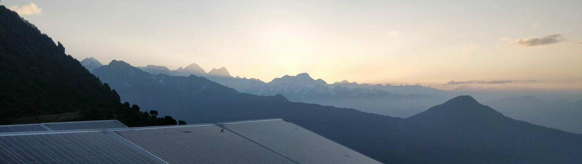 Aussicht über Nepals Landschaft im Morgengrauen